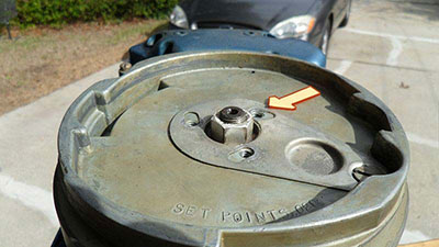 Evinrude 10 HP 1960 flywheel remove